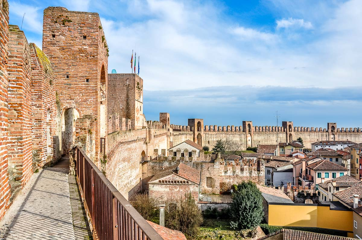 The Ronda Walkway with Porta Bassano - Cittadella, Italy - rossiwrites.com